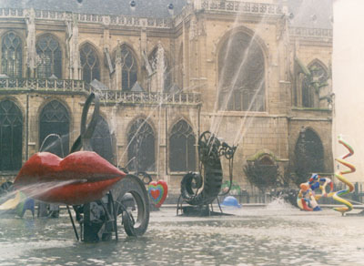 Photo of fountain next to Pompidou Center