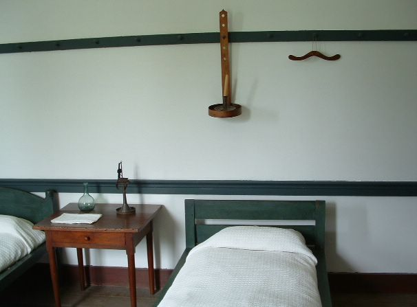 photo of shaker bedroom. Curious Cat Travel Photos   Shaker bedroom  Shaker Village of