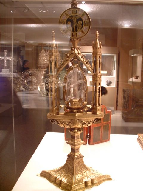 photo of relic holder at the Metropolitan Museum of Art, NYC