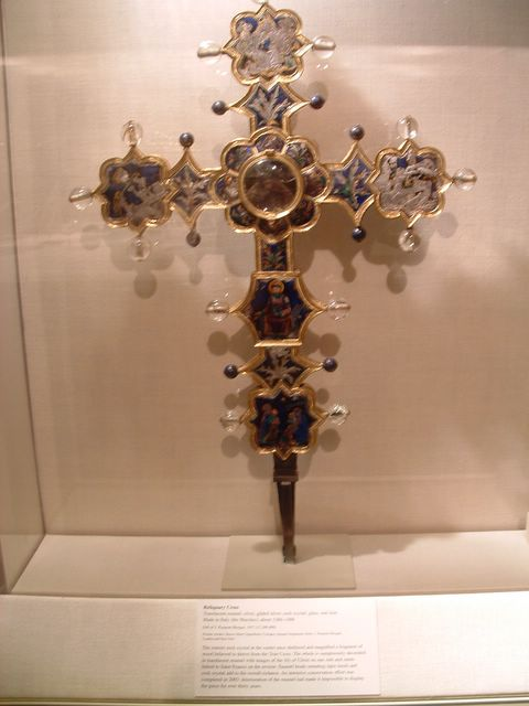 photo of Reliquary Cross at the Metropolitan Museum of Art, NYC