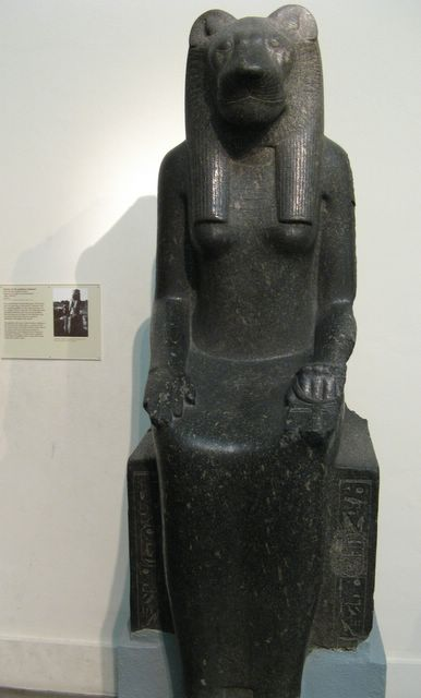 Photo of egyptian statue, Boston Museum of Fine Arts